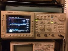 Tektronix TDS684A osciloscopio de 1GHz 4 canales de color