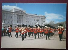 POSTCARD CHANGING THE GUARDS - BUCKINGHAM PALACE