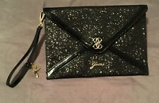 ..GUESS ..NATICK ENVELOPE CLUTCH GREAT FOR NIGHT OUT