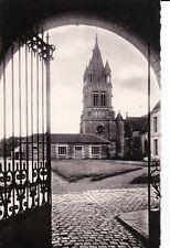 BRESLES l'église et entrée de la mairie