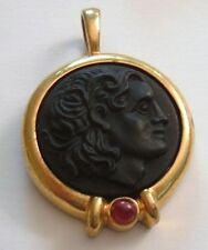 VINTAGE BLACK GLASS RAISED CAMEO HEAD GOLD PENDANT NECKLACE SWIRLY GLASS STONE