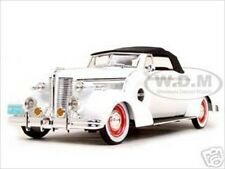 1938 BUICK CENTURY WHITE 1/18 DIECAST MODEL CAR BY SIGNATURE MODELS 18131