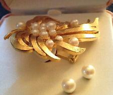 VINTAGE MONET GOLD TONE FAUX PEARL PIN / BROOCH & EARRING