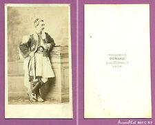 CDV DURAND à LYON : HOMME EN TENUE TRADITIONNELLE PISTOLET À LA TAILLE,1870-C57