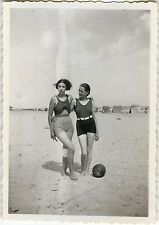 PHOTO ANCIENNE - VINTAGE SNAPSHOT - FEMME SEXY PIN UP MODE PLAGE MER JEU - WOMAN