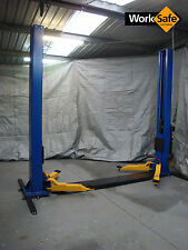 2 POST CAR HOIST. 4T 4000 KGS WITH SUB FRAME FOR EXTRA SAFETY