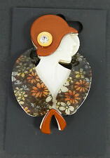 RESIN 1920'S STYLE ART DECO LADY AUTUMN BROWN HAT AND SCARF STATEMENT BROOCH