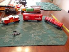 LOT OF 3 LIFE-LIKE HO SCALE CABOOSE , CATTLE CAR & TANKER CAR