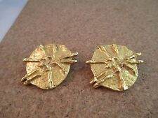 VINTAGE HATTIE CARNEGIE GOLD TONE BRUTALIST MODERNIST HAND WROUGHT CLIP EARRINGS