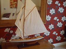 Modello di grandi dimensioni Lulworth Yacht 120cm SU STAND IN LEGNO FATTO A MANO-spedizione Marittima Barca.