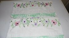 VINTAGE EMBROIDERED FLORAL CROCHET PILLOWCASE SET
