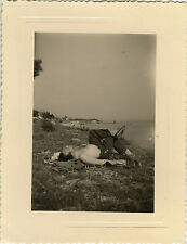 PHOTO ANCIENNE - VINTAGE SNAPSHOT - HOMME TORSE NU SIESTE FATIGUE BRONZAGE - NAP