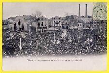 CPA VICHY en 1904 Inauguration de LA STATUE de la RÉPUBLIQUE Foule Fête Drapeaux