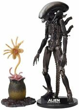 Alien SCI-FI Revoltech Series No.001 Alien Action Figure