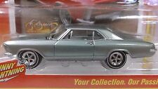 Johnny Lightning Classic Gold Collec. #1 1965 Buick Riviera in Mist Green