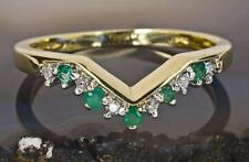 A SOLID 9ct GOLD NATURAL DIAMOND & 5 EMERALD WISHBONE BAND RING (ALL SIZES)