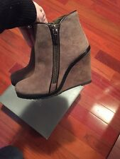Vince Camuto Jeffers Midnight Taupe Wedge Boots 6 us New So Cute Stylish