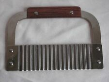 "Vtg Stainless Steel 7"" Straight Edge Scallop Edge Pastry Cutter Wood-like Handle"