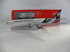 Herpa Wings 1:500 Air New Zealand Boeing 777-200 Reg.ZK-OKC Artnr.528450
