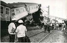 KK870 RP 1975? PASSENGER TRAIN WRECK HAMBURG GERMANY NEAR STATION