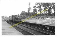 Castle Bar Park Railway Station Photo. West Ealing to Greenford & Perivale. (4)