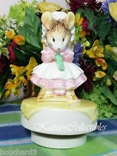 Schmid Beatrix Potter Music box Old Woman in A shoe Mouse Knitting in chair
