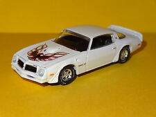 1976 PONTIAC TRANS AM 455 7.5L V8 WHITE 1/64 SCALE DIORAMA DIECAST COLLECTIBLE P