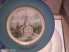 "AVON COLLECTOR PLATE ""COUNTRY CHURCH"" CHRISTMAS 1974 WITH BOX WEDGEWOOD, ENGLAND"