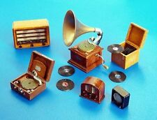 Plus Model Plattenspieler und Radio / Gramophones and Radios 1:35 Art. 266