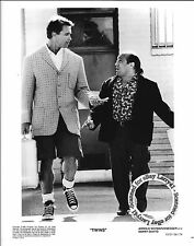 LOT of 2, Arnold Schwarzenegger, Danny De Vito MINT stills TWINS (1988)GetSigned