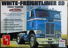 White Freightliner SD COE Tractor non Sleeper, 1:25, AMT 1004 wiederr 2016 neu