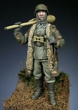 SK Miniatures German WSS Officer with Panzerfaust WW2 1/35th Unpainted Kit