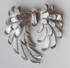 VINTAGE BEAUTIFUL 1960s CROWN TRIFARI SILVER-TONE FEATHER BOW BROOCH / PIN