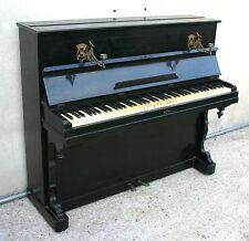 ECCEZIONALE PIANOFORTE VERTICALE ANTICO DI PRIMO 900 CON CANDELIERI