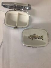 Pp-f05 Salmone Peltro Inglese emblema su un metallo da viaggio rettangolare Pillola Casella