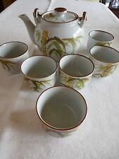 Hübsches Teeservice, Kanne und 6 Becher/Tassen, handgemalt