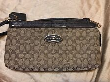 NEW COACH POPPY DOUBLE ZIP WALLET SIGNATURE FABRIC Khaki Brown 52571