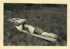 PHOTO ANCIENNE - VINTAGE SNAPSHOT - HOMME GAY REPOS CAMPING - MAN REST NAP