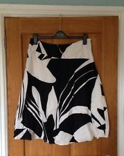 Ladies Lined Black And White Skirt - Size 14