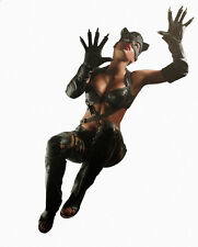 Halle Berry UNSIGNED photo - F269 - Catwoman