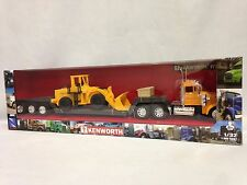 Kenworth W900 Lowboy w/Construction Wheel Loader, 1:32  Diecast New Ray Toys YL