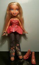 Bratz Puppe Neuwertig 2 paar Schuhen schöne Kleidung BRATZ DOLL CLOTHING SHOES