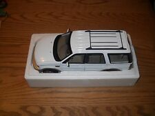 UT MODELS--FORD EXPEDITION-EDDIE BAUER --BEAUTIFUL WHITE* PACKED IN FOAM* & BOX