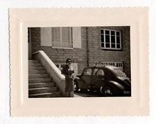 PHOTO Vintage Snapshot 1955 Voiture Automobile Auto RENAULT 4CV Femme