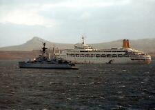 SS Canberra & HMS Andromeda, Navy, Falklands War 1982, 7x5 inch reprint photo