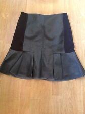 Superbe noir DKNY aspect cuir kick flare jupe taille uk 8 neuf sans étiquette