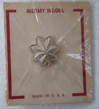 LIEUTENANT COLONEL USA COMMISSIONED RANK INSIGNIA - 1 SCREW BACK ON CARD