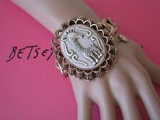 BETSEY JOHNSON VINTAGE ZOO LOVERS GIRAFFE CAMEO STATEMENT STRETCH BRACELET