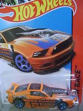 Hot Wheels, Hw Race - 13 Ford Mustang Gt-Moc
