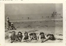PHOTO ANCIENNE - VINTAGE SNAPSHOT - GROUPE MER MAILLOT PLAGE LOISIRS - SEA BEACH